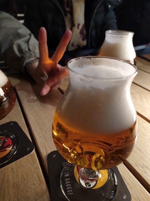 Cerveza en cervecería 2be en Brujas