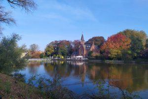 Minnewaterpark en Brujas. Canales