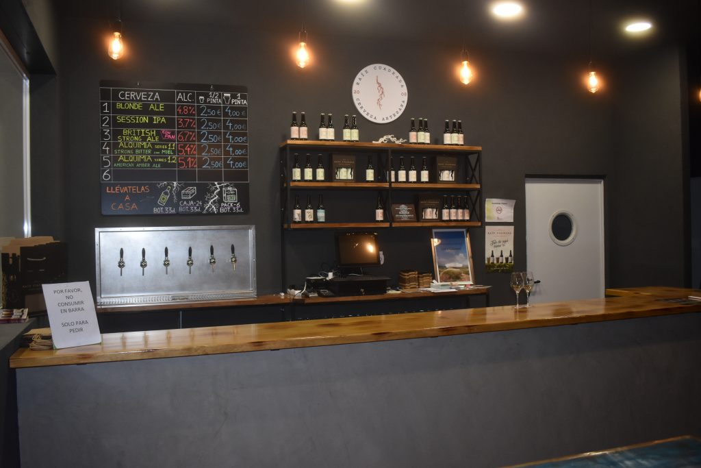 cerveza Raíz cuadrada tap room